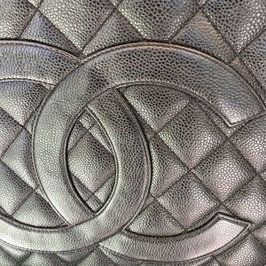 CHANEL Bags - MAKE OFFER🥰- Chanel Medallion Tote 👜 🌺